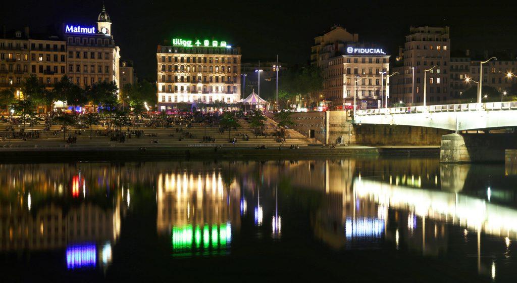 Lyon la nuit sur les quais de Rhône